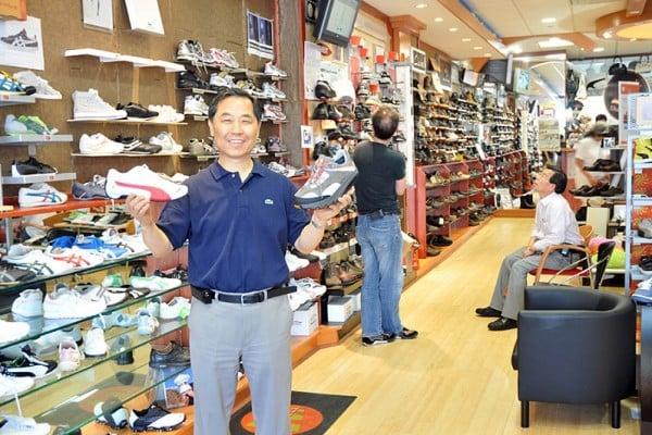 Shoe Village 鞋类百货 (718-539-3400)