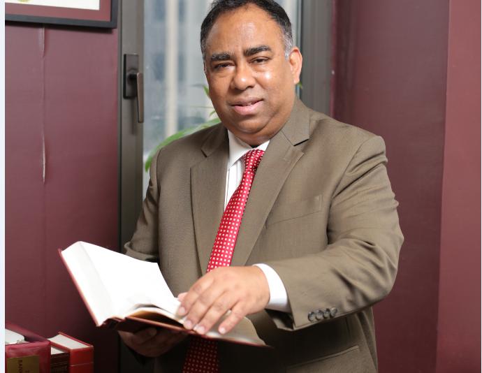 纽约最权威的专业离婚律师(212)732-2220罗曼律师楼