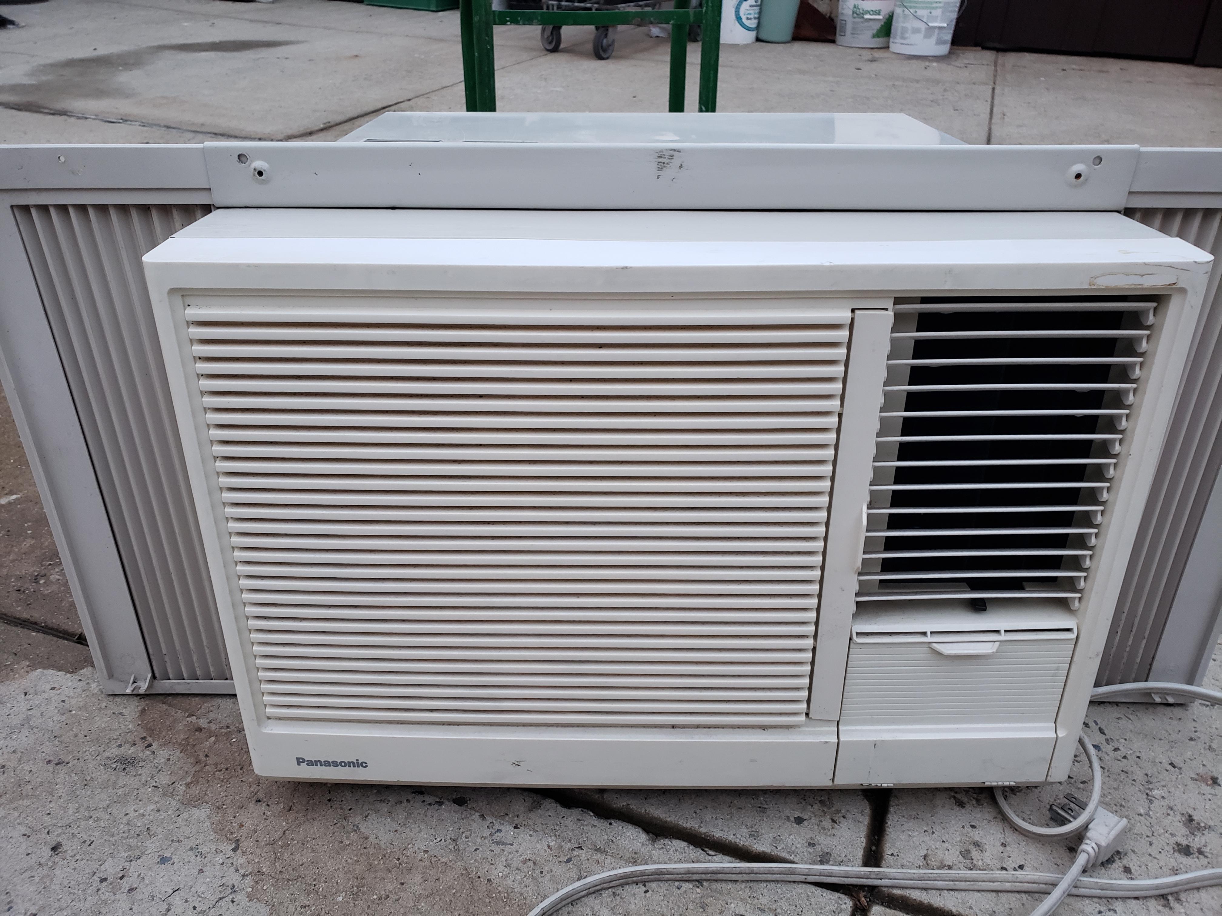 空调1万3BTU $100 . 空调1万BTU 9成新$90 . 空调8000BTU$80 位布鲁仑10大道67街有意请电 9173782611.