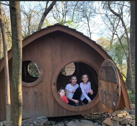 Hobbit Homes in Woodland Setting霍比特人屋