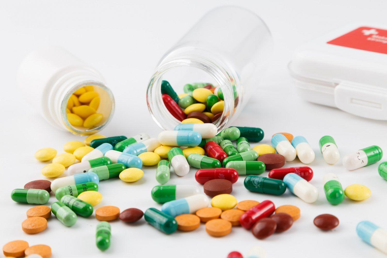 美议员:终结对中国制药品依赖、收回药品生产力
