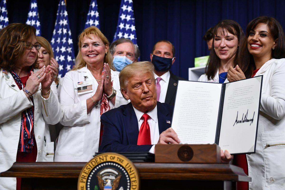 川普签署了4项行政命令以降低药品成本