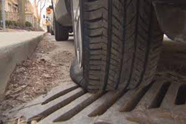 钉子穿破车胎建筑商可能要赔钱