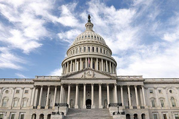 美众议院为阻止移民局裁员通过紧急法案