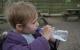 瓶装水含有大量塑料微粒,你敢给孩子喝吗?